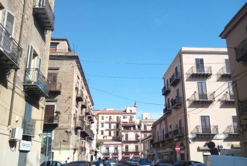 Negozio-locale in Affitto a Palermo Centro: 2 locali, 50 mq
