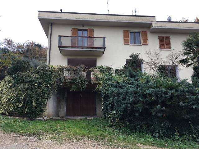 Villa in Vendita a Perugia: 5 locali, 180 mq
