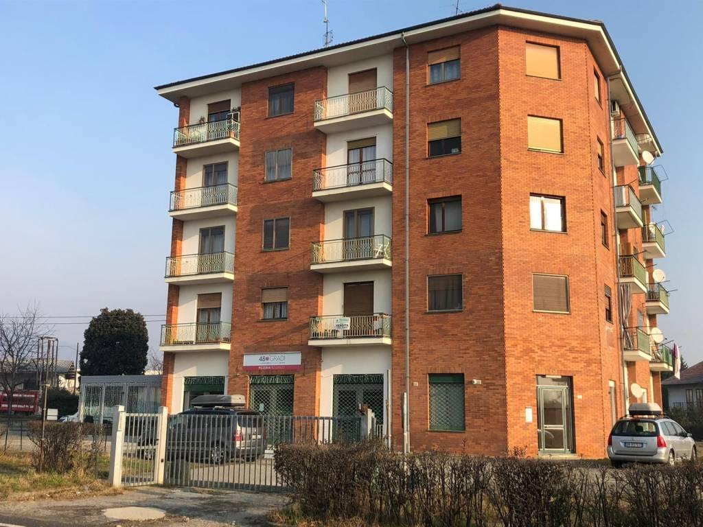 Appartamento in buone condizioni in vendita Rif. 9160226