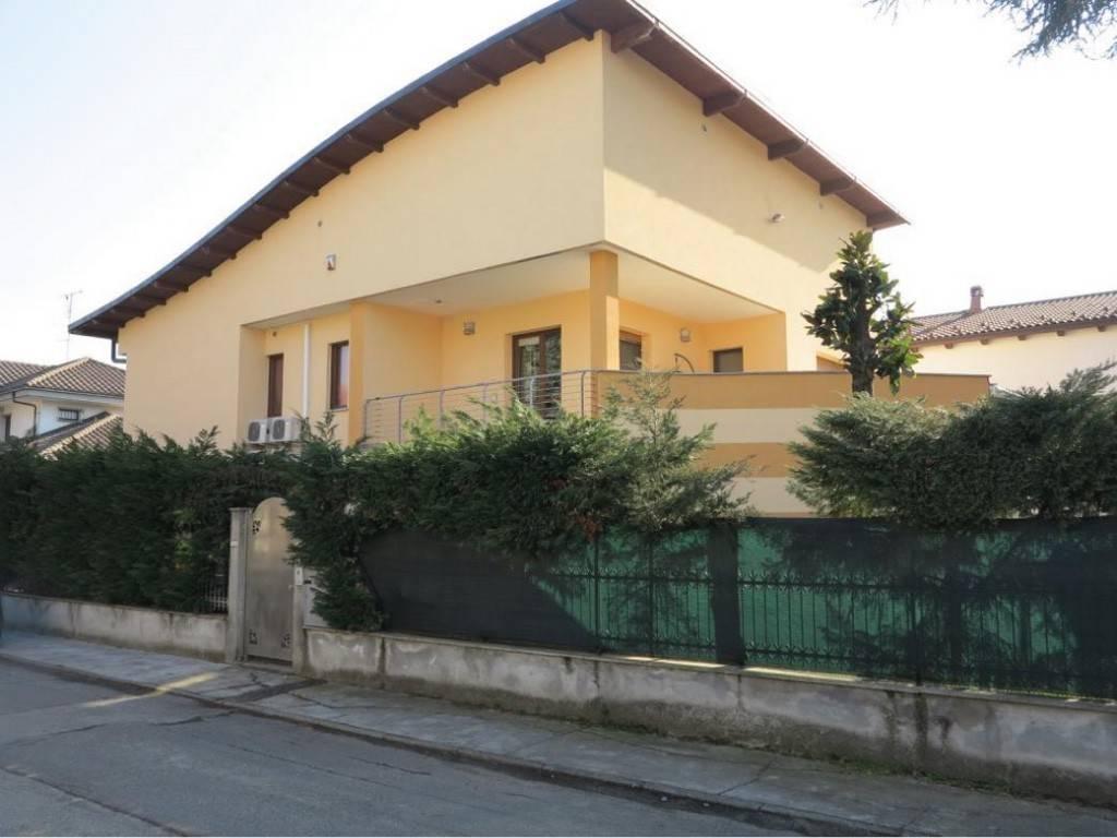 Villa in vendita a Orbassano, 9 locali, prezzo € 380.000 | PortaleAgenzieImmobiliari.it
