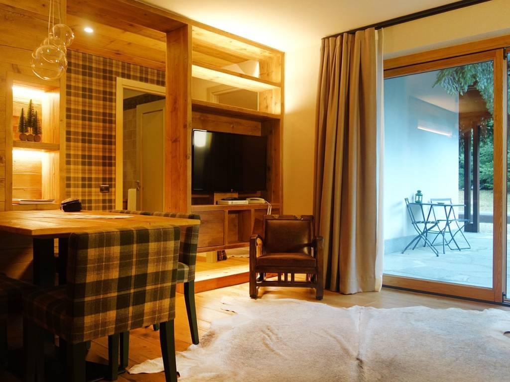 Courmayeur - Courmaison: soleggiato, ampio bilocale, giardino, portico, 5 posti letto; investimento