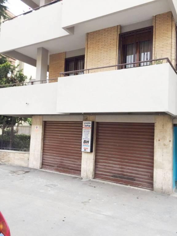 Magazzino in Affitto a Foggia Semicentro: 2 locali, 40 mq