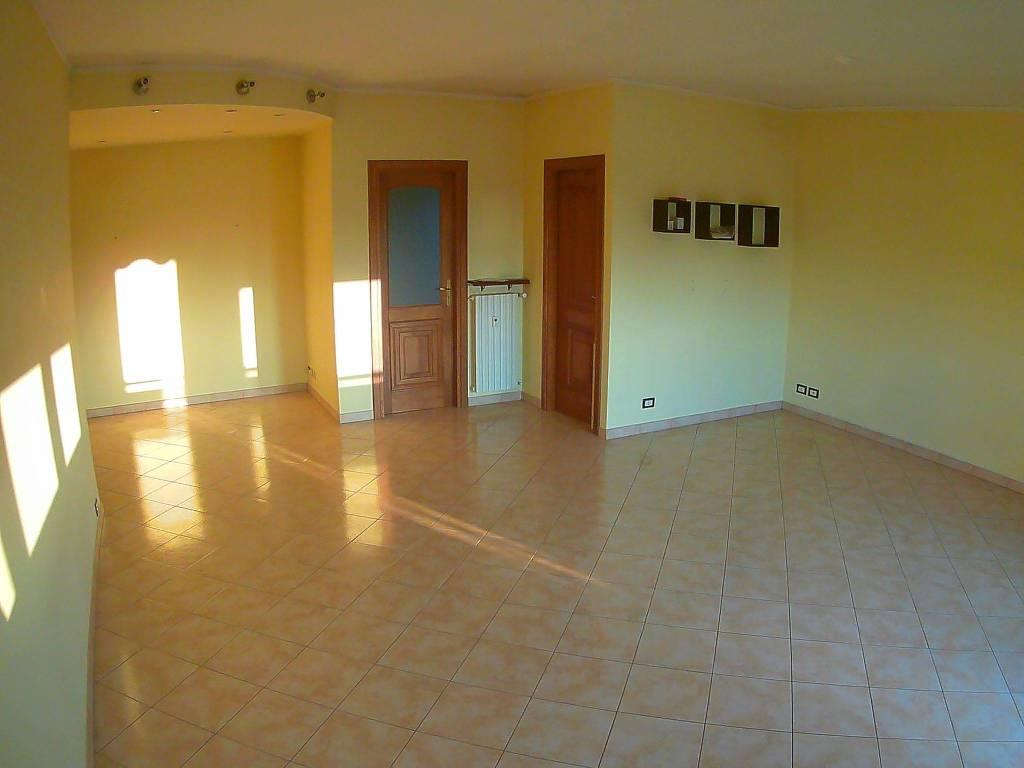 Appartamento in ottime condizioni in vendita Rif. 8132981