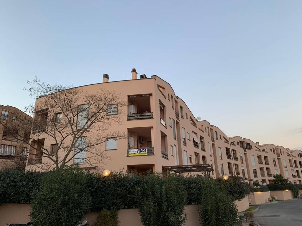 Appartamento in buone condizioni in vendita Rif. 8490872