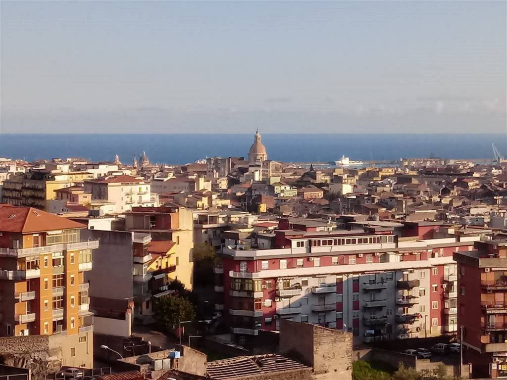 Attico in Vendita a Catania Centro: 5 locali, 150 mq