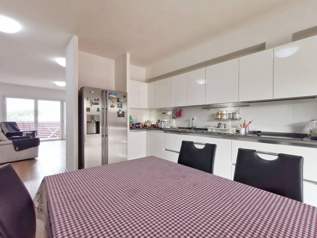 Appartamento in vendita a Calenzano, 5 locali, prezzo € 430.000 | PortaleAgenzieImmobiliari.it
