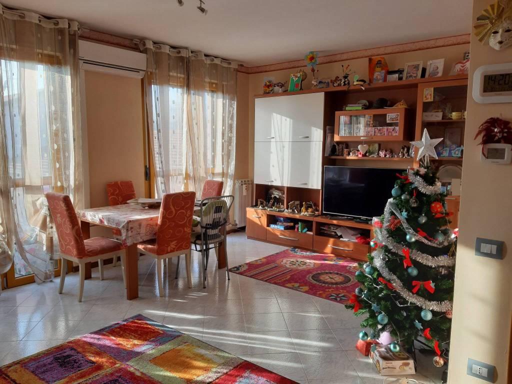 Appartamento in vendita a Appiano Gentile, 3 locali, prezzo € 174.000 | CambioCasa.it