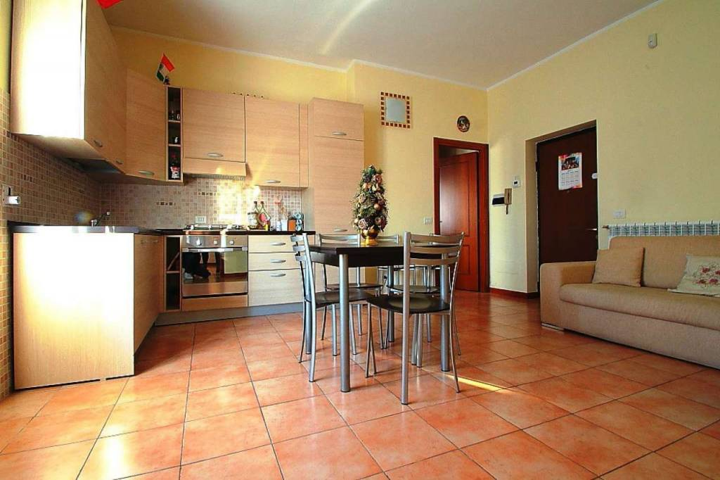 Appartamento in vendita a Mezzago, 3 locali, prezzo € 80.000 | CambioCasa.it