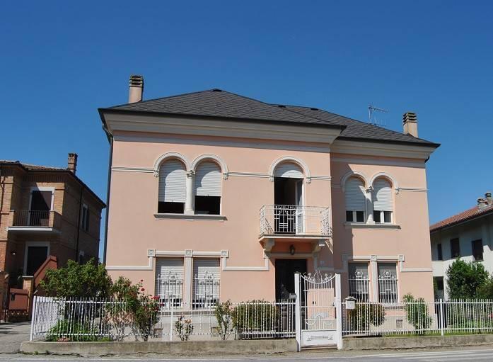 Villa in vendita a Neive, 6 locali, prezzo € 390.000 | CambioCasa.it