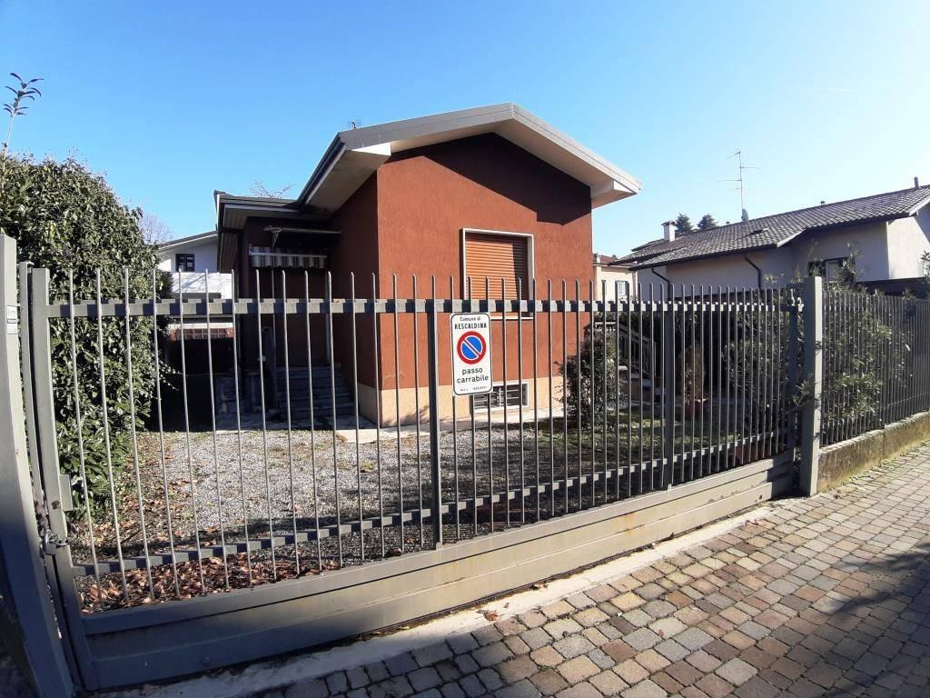A Rescaldina in Vendita Villa