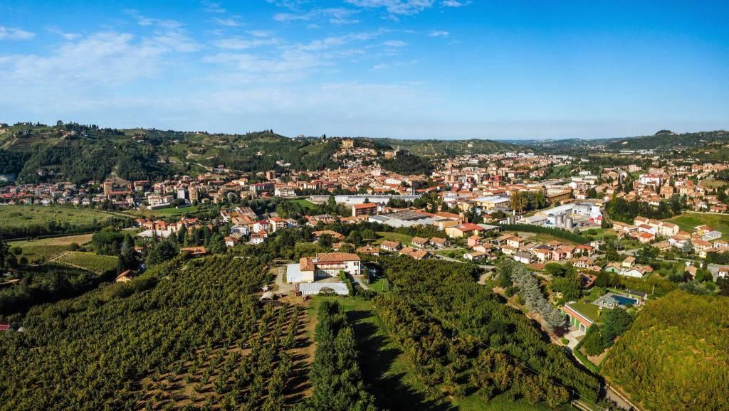 Rustico / Casale in vendita a Canelli, 13 locali, prezzo € 430.000 | PortaleAgenzieImmobiliari.it