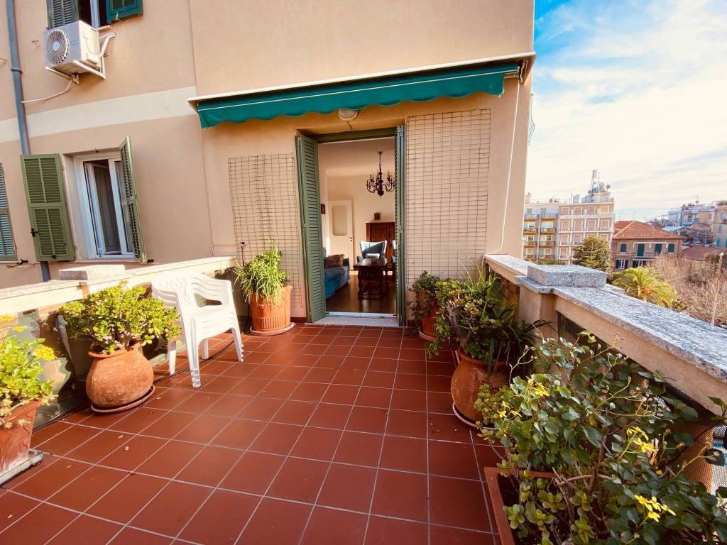Appartamento in ottime condizioni arredato in affitto Rif. 7643363