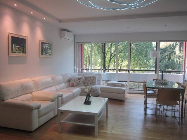 Excellent apartment with triple exposure and finely renovated.