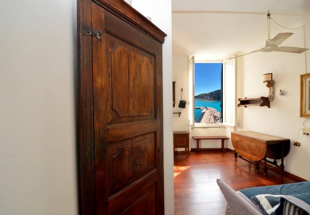 Appartamento in buone condizioni arredato in vendita Rif. 8644115