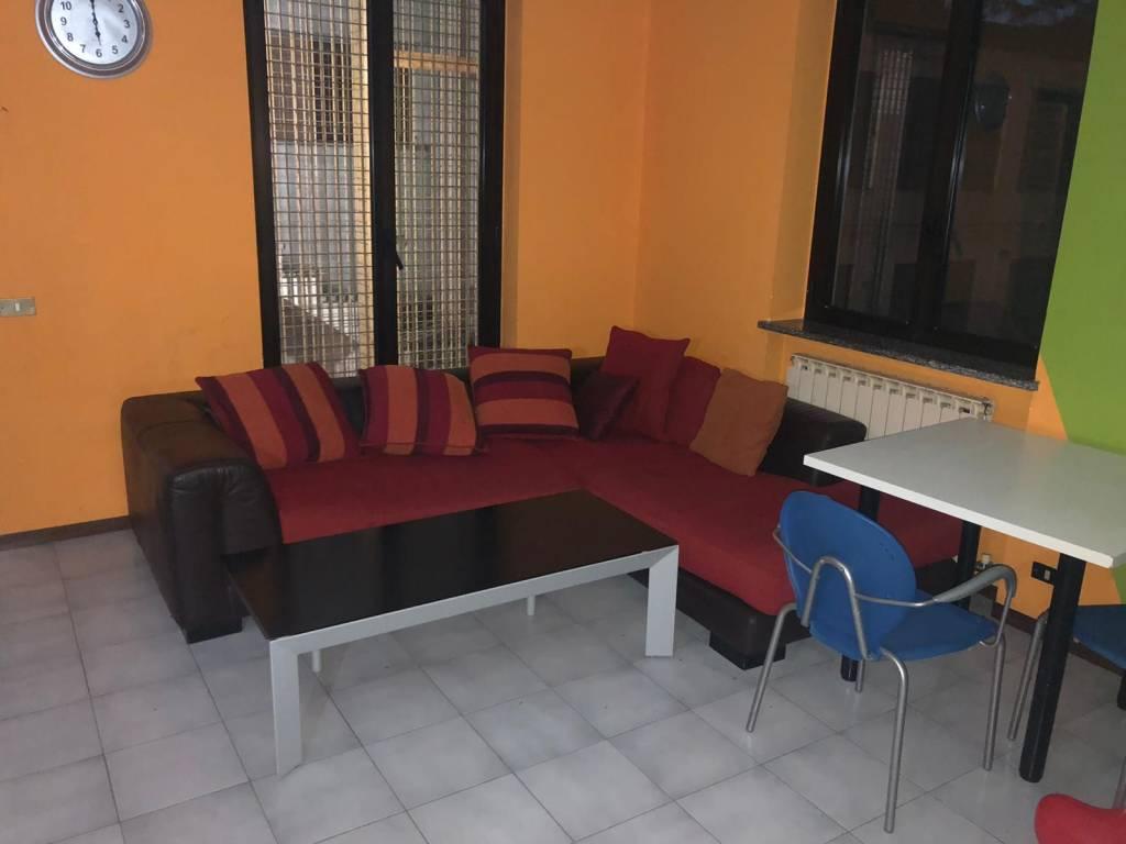 Appartamento in buone condizioni in affitto Rif. 9191485