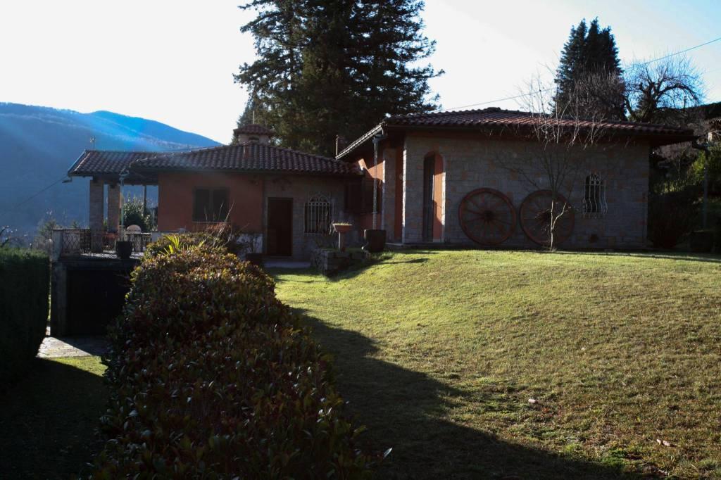 Villa in vendita a Cadegliano-Viconago, 6 locali, prezzo € 530.000 | CambioCasa.it