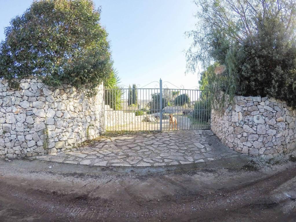 Villa in vendita a Santa Cesarea Terme, 5 locali, prezzo € 190.000 | CambioCasa.it