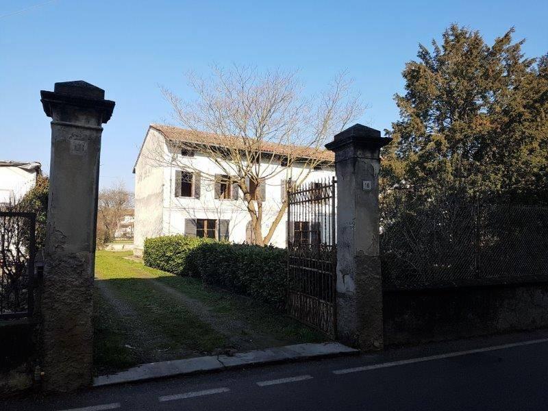 Palazzo / Stabile in Vendita a Lodi