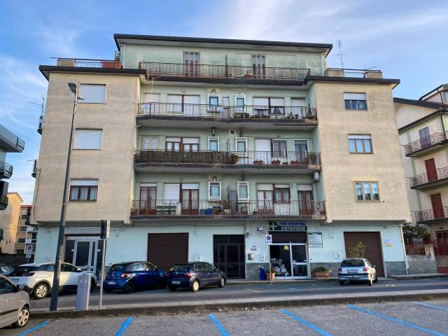 Appartamento in buone condizioni in vendita Rif. 7110835