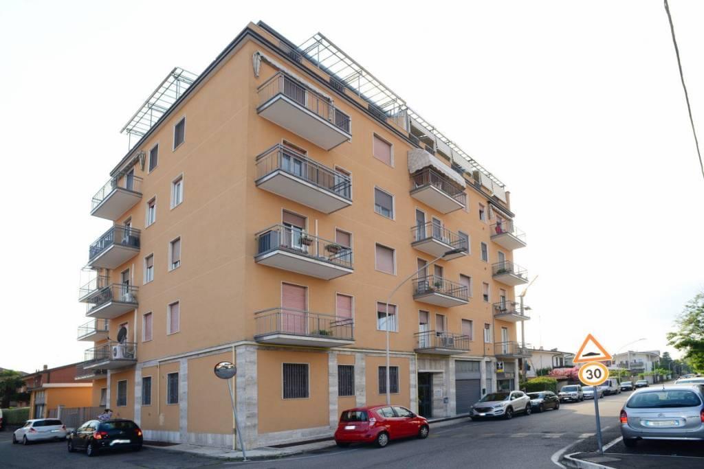 Appartamento in vendita a San Vittore Olona, 3 locali, prezzo € 85.000 | CambioCasa.it