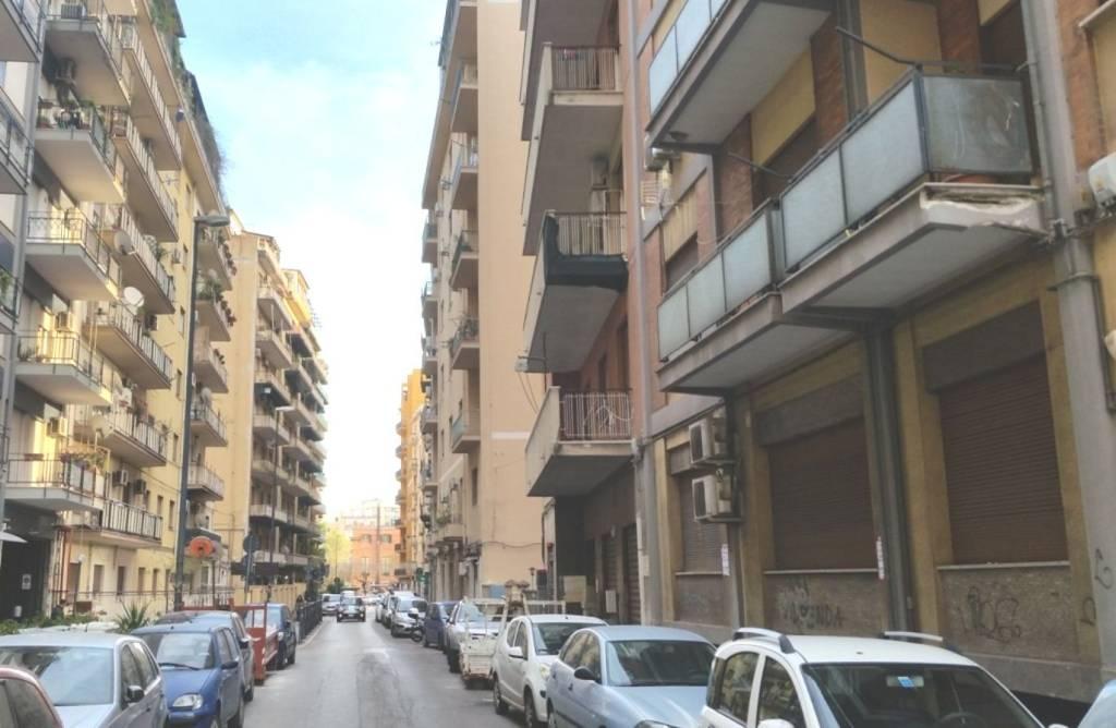 Negozio-locale in Affitto a Palermo Centro: 1 locali, 170 mq