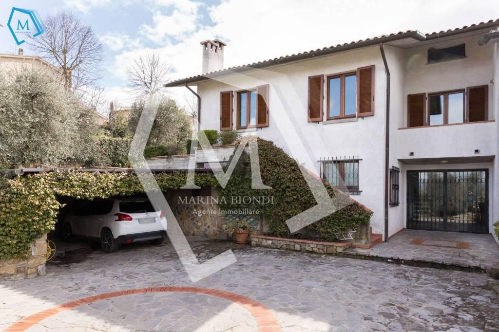 Villa in Vendita a Lucignano Periferia: 5 locali, 300 mq