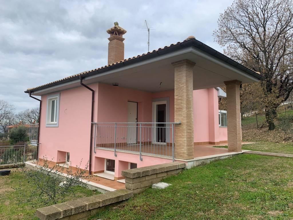 Villa in vendita a Manziana, 5 locali, prezzo € 195.000 | CambioCasa.it
