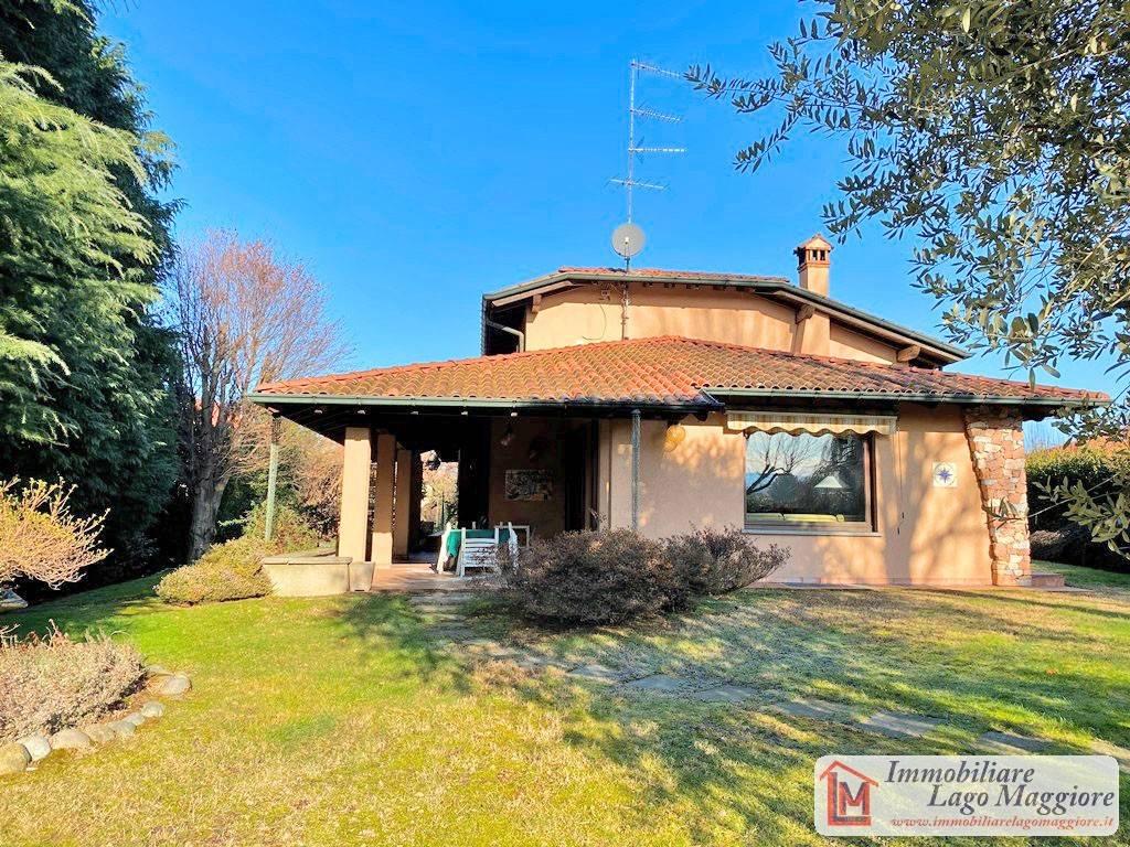 Villa in vendita a Angera, 6 locali, prezzo € 470.000 | PortaleAgenzieImmobiliari.it