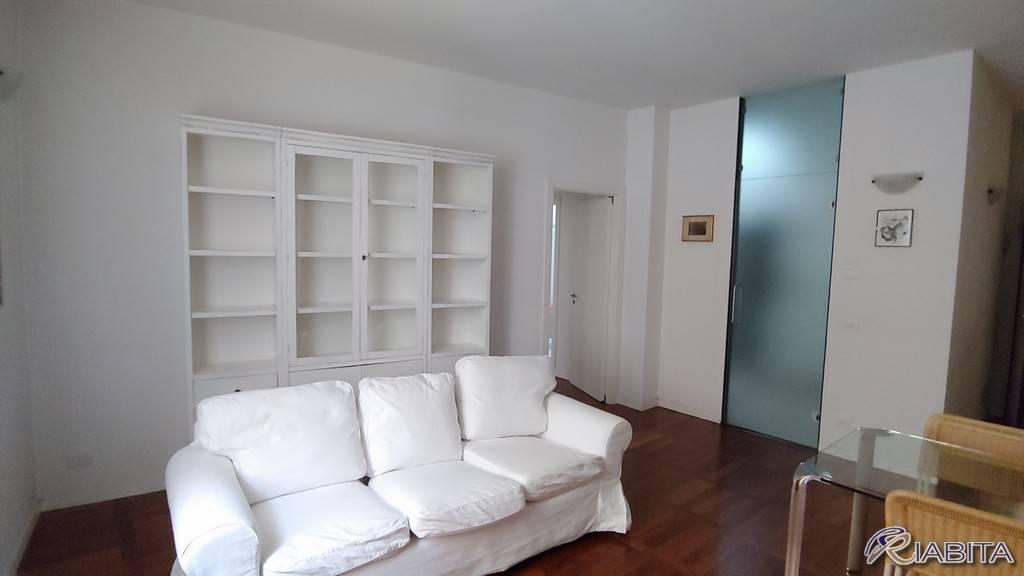 Appartamento in Affitto a Piacenza Centro: 2 locali, 70 mq