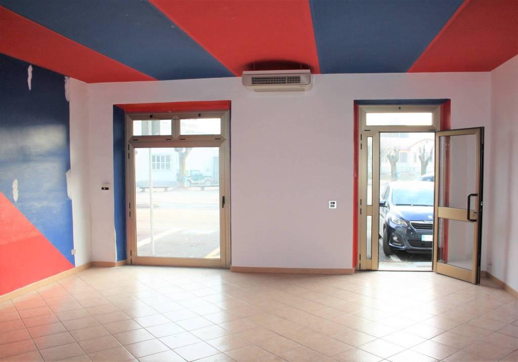 Negozio / Locale in affitto a Castagnole delle Lanze, 1 locali, prezzo € 330   PortaleAgenzieImmobiliari.it