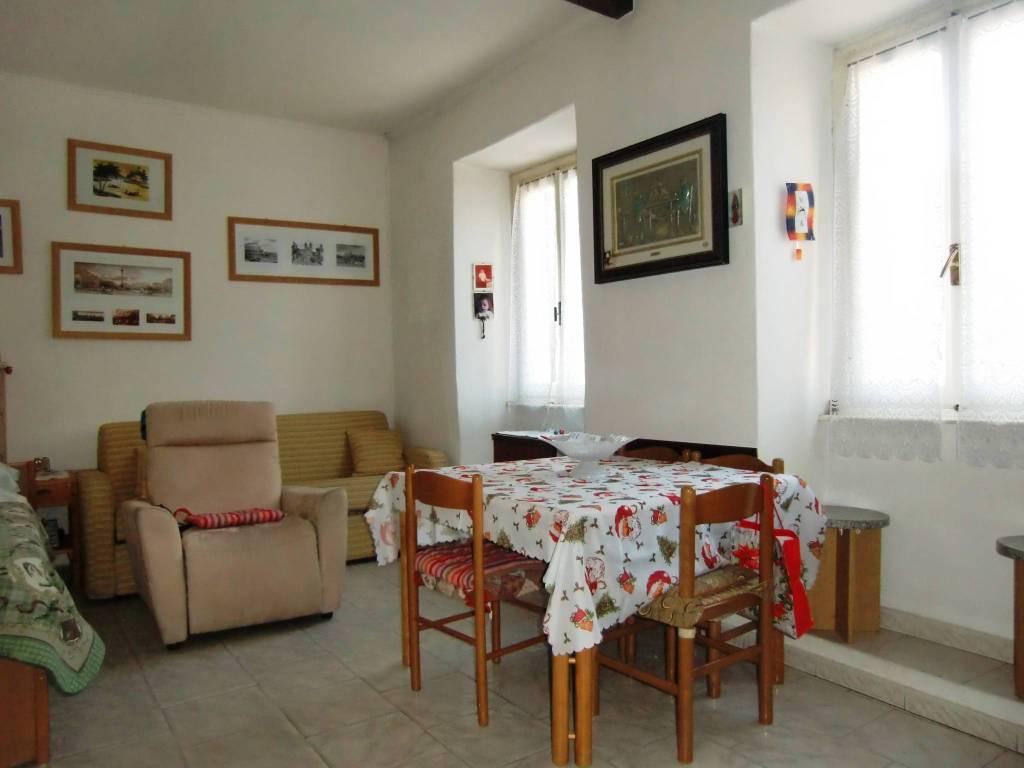 Soluzione Indipendente in vendita a Asso, 5 locali, prezzo € 59.000 | PortaleAgenzieImmobiliari.it