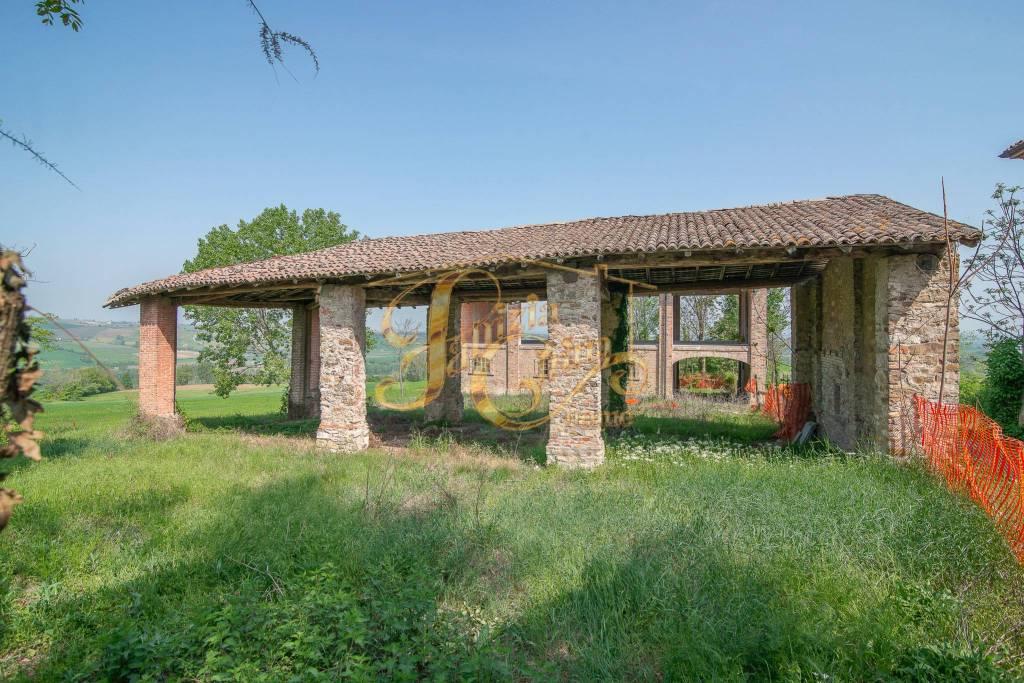 Rustico in Vendita a Pianello Val Tidone Periferia: 313 mq