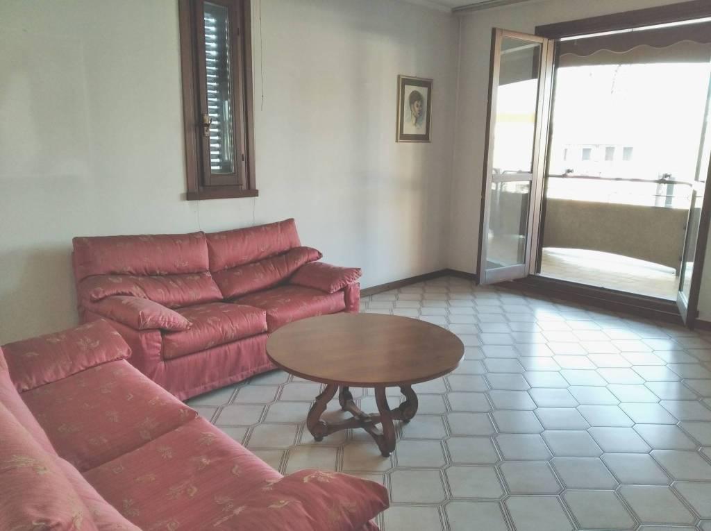 Appartamento in vendita a Olgiate Olona, 3 locali, prezzo € 115.000 | CambioCasa.it