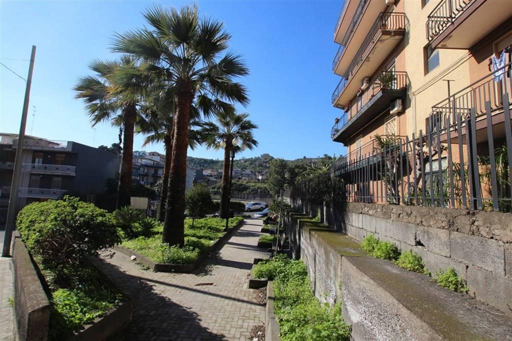 Appartamento in Vendita a Aci Catena Centro:  3 locali, 85 mq  - Foto 1