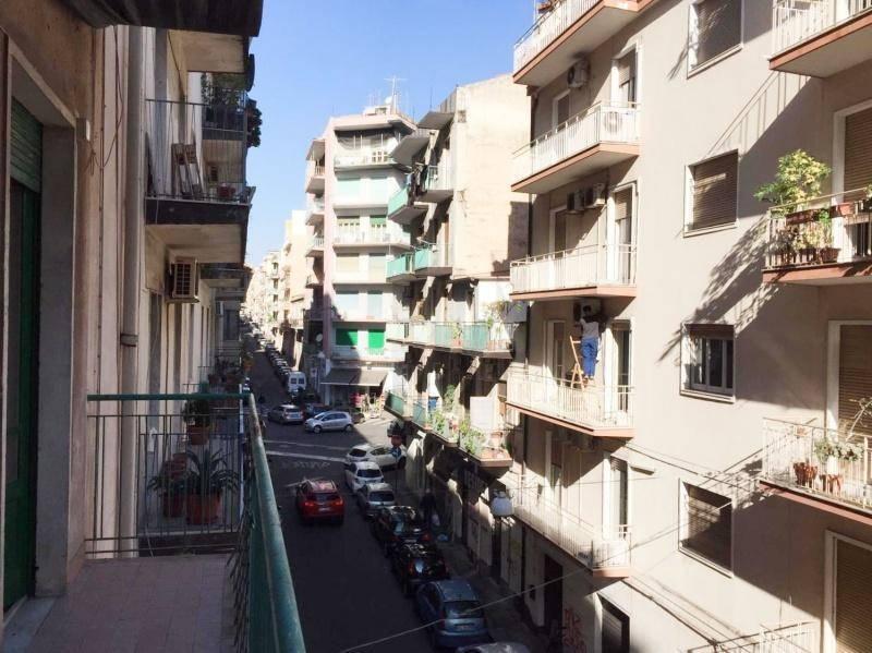 Appartamento in Affitto a Catania Centro: 4 locali, 120 mq