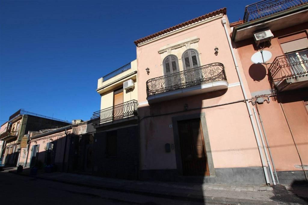 Appartamento in Vendita a Nicolosi Centro: 5 locali, 130 mq
