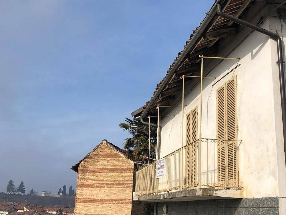 Appartamento in vendita a Vezza d'Alba, 3 locali, prezzo € 45.000 | CambioCasa.it