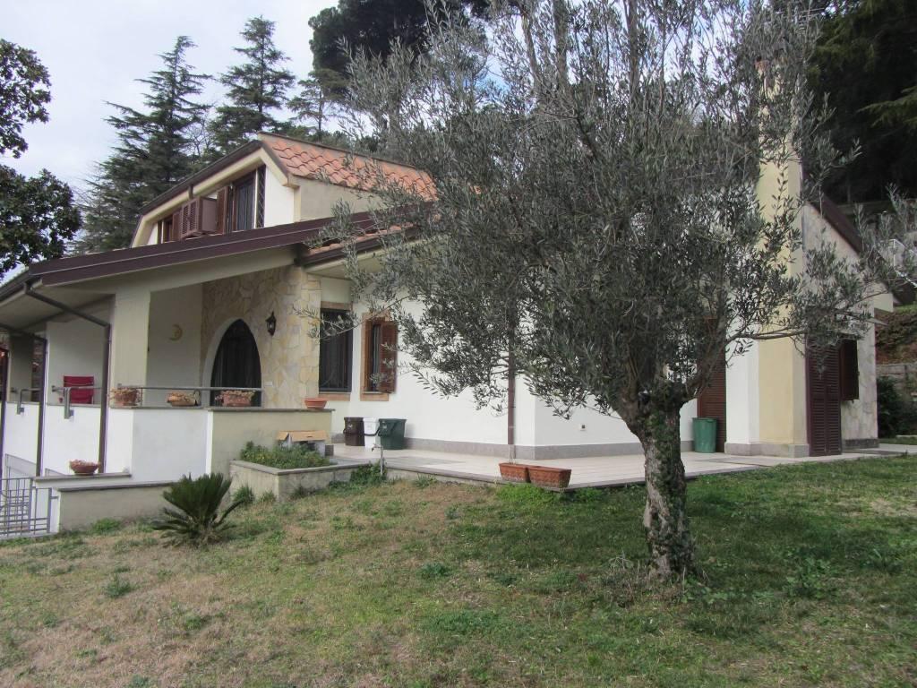 Villa in vendita a Albano Laziale, 4 locali, prezzo € 449.000   CambioCasa.it