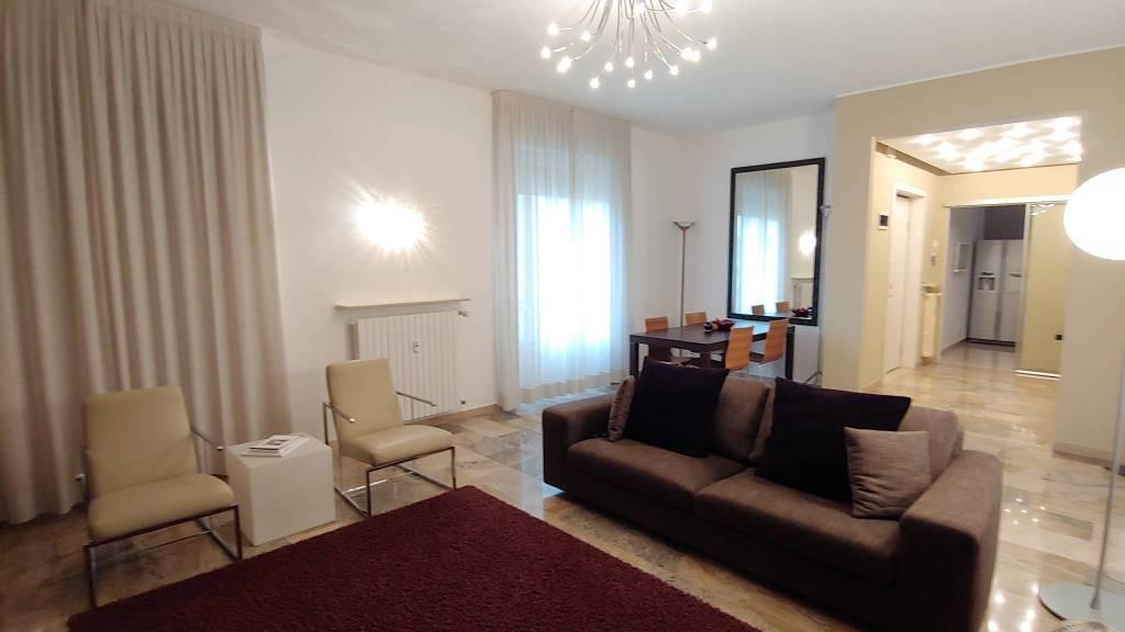 Appartamento in Vendita a Piacenza Semicentro: 3 locali, 145 mq