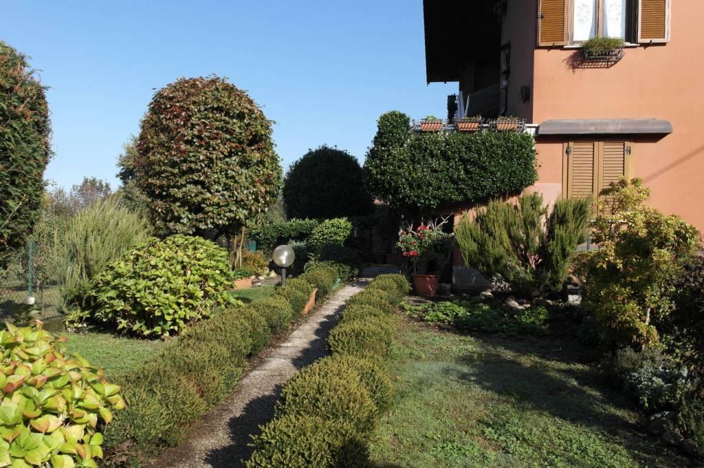 Appartamento in vendita a Travedona-Monate, 3 locali, prezzo € 130.000 | CambioCasa.it