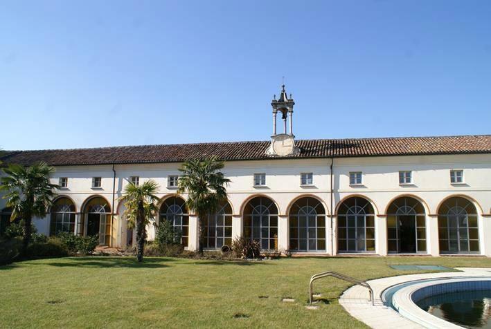 Palazzo / Stabile in Vendita a Castelverde