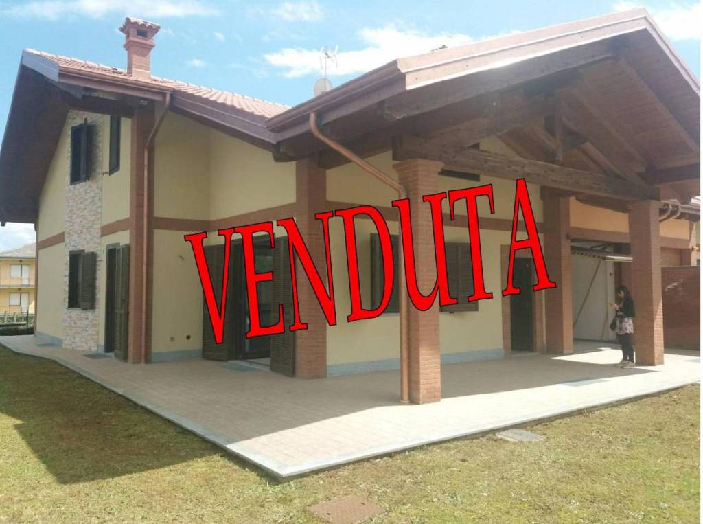 Foto 1 di Villa frazione Vauda Canavese Inferiore, Vauda Canavese