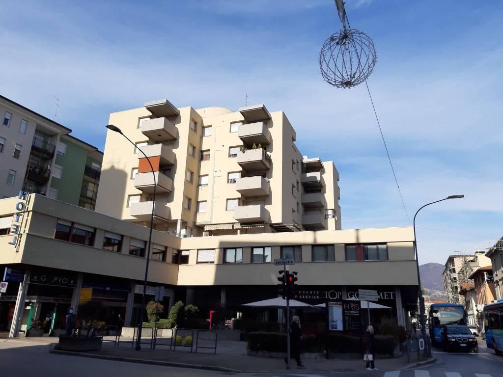 Appartamento in vendita a Erba, 3 locali, prezzo € 134.000 | CambioCasa.it