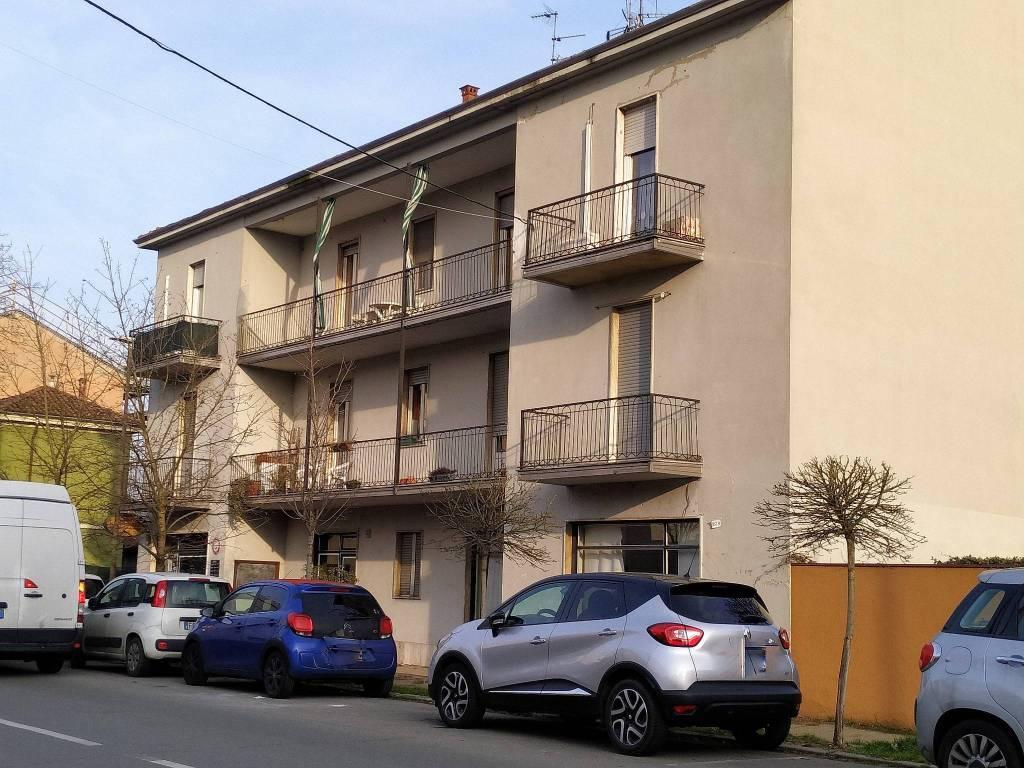 Palazzo / Stabile in Vendita a Pavia