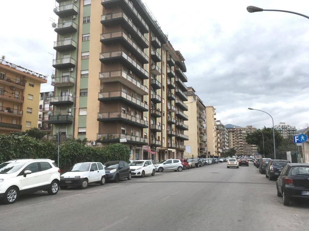 Ufficio-studio in Affitto a Palermo Semicentro: 4 locali, 95 mq