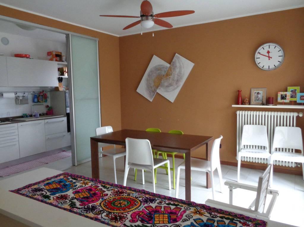 Appartamento in vendita a Garbagnate Milanese, 5 locali, prezzo € 249.000 | CambioCasa.it