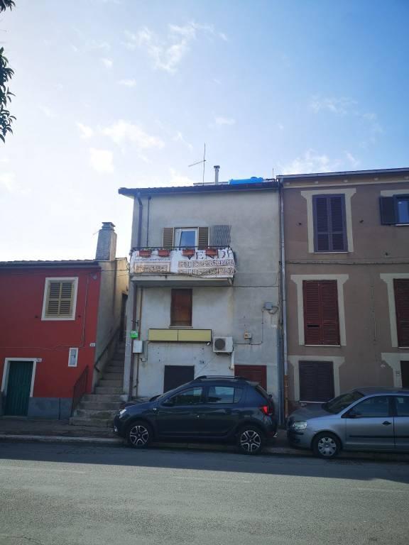 Appartamento in vendita a Fara in Sabina, 3 locali, prezzo € 49.000 | CambioCasa.it