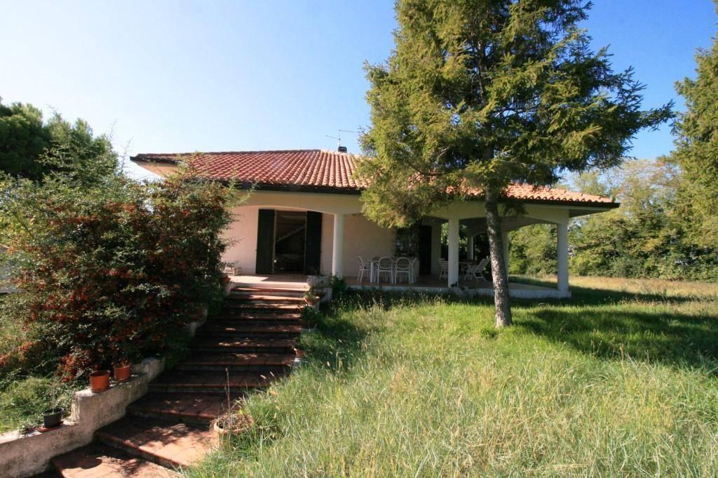 Villa in vendita a Pesaro, 12 locali, prezzo € 380.000 | CambioCasa.it