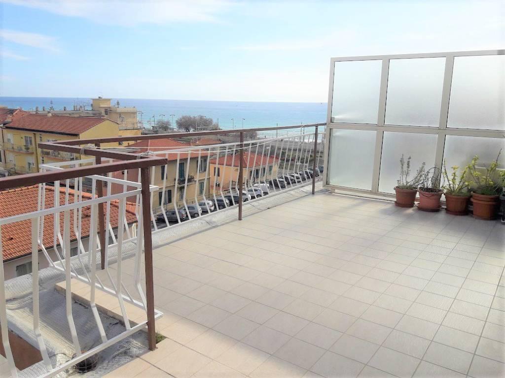 Attico / Mansarda in vendita a Bordighera, 3 locali, prezzo € 329.000 | PortaleAgenzieImmobiliari.it