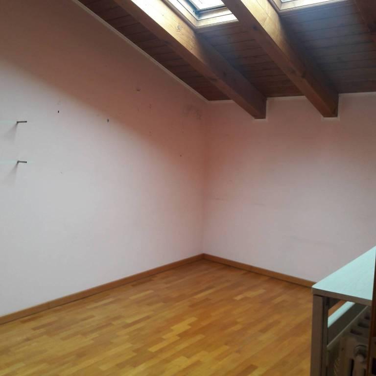 Attico / Mansarda in buone condizioni parzialmente arredato in vendita Rif. 8214683